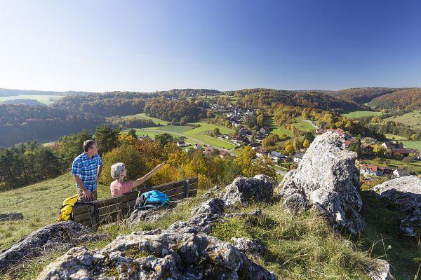 Burgensteig im Tal der Schwarzen Laber